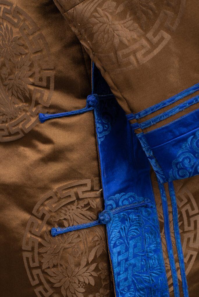 Detal mongolskiego płaszcza.
